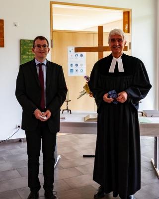 Vikar Michael Rummel mit Pfarrer Bernd Töpfer